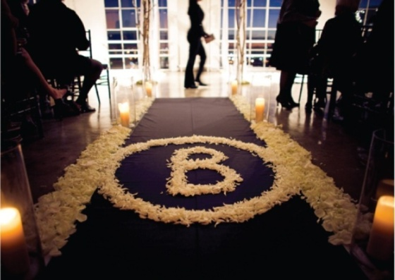 25-romantic-wedding-aisle-petals-decor-ideas-13