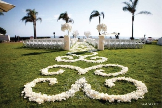25-romantic-wedding-aisle-petals-decor-ideas-16